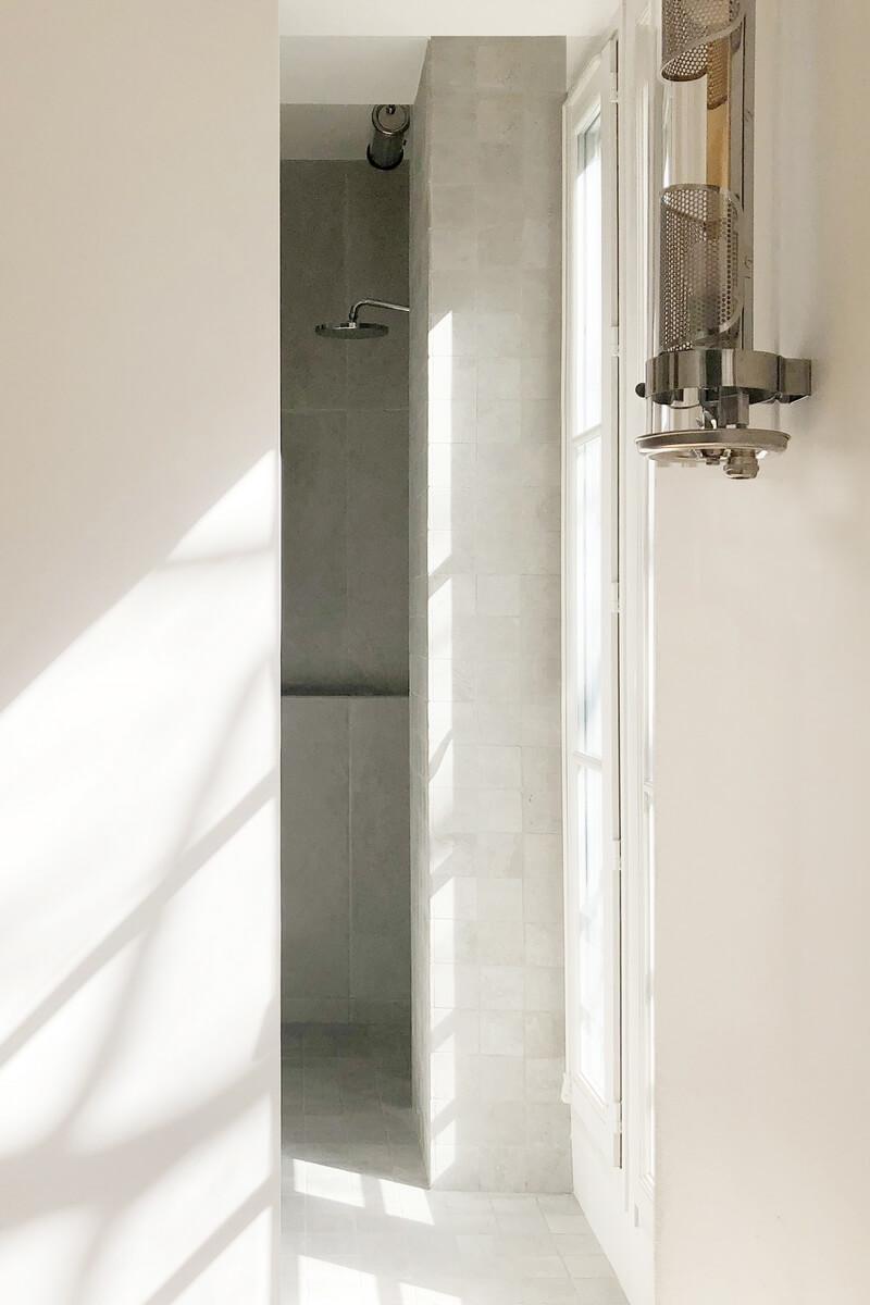 богатый минимализм в парижской квартире
