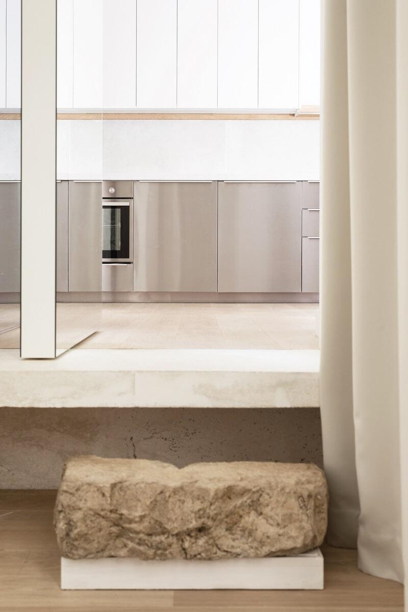 минимализм в интерьере парижской квартиры