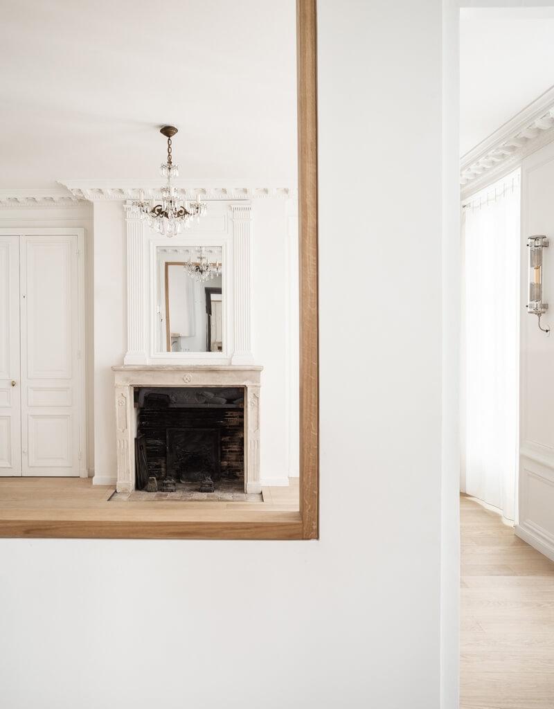 интерьер квартиры в минимализме с трансформацией исторических стилей