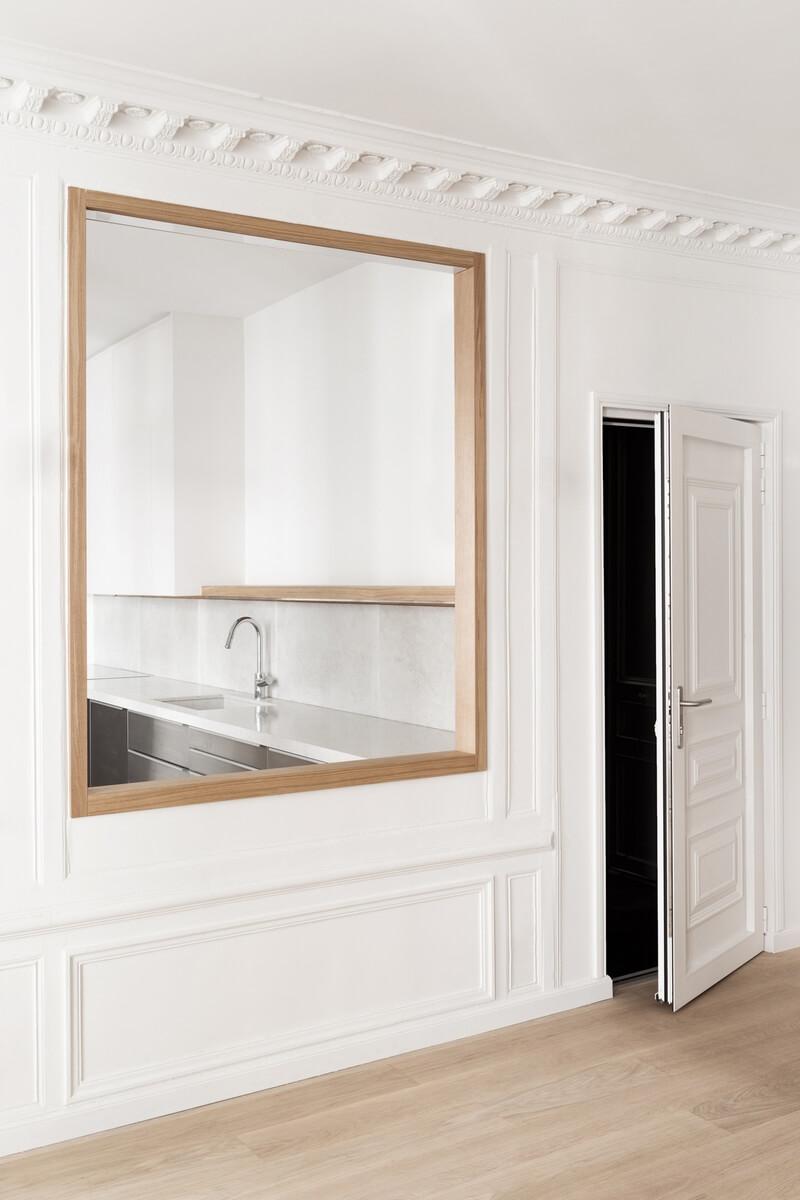 зеркала в квартире, которые трансформирую, изменяют пространство и историческую среду