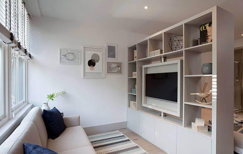 маленькая квартира-студия Abbeville, маленькие квартиры-студии с белым стеллажом