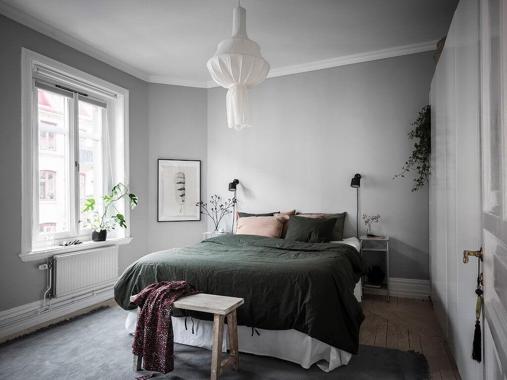 спальня в серых и зеленых тонах