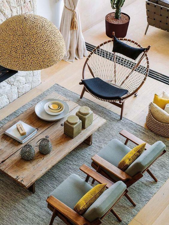 Натуральные материалы в скандинавском интерьере. Деревянный столик и декор. Оригинальный светильник из дерева.