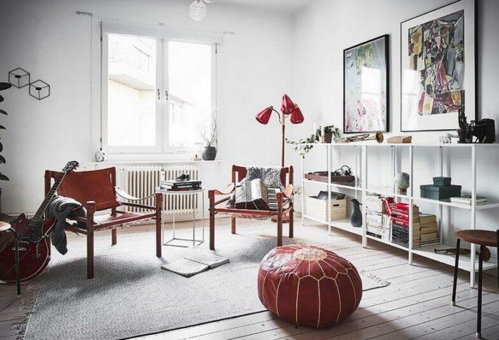 Скандинавский интерьер, яркие акценты в гостиной