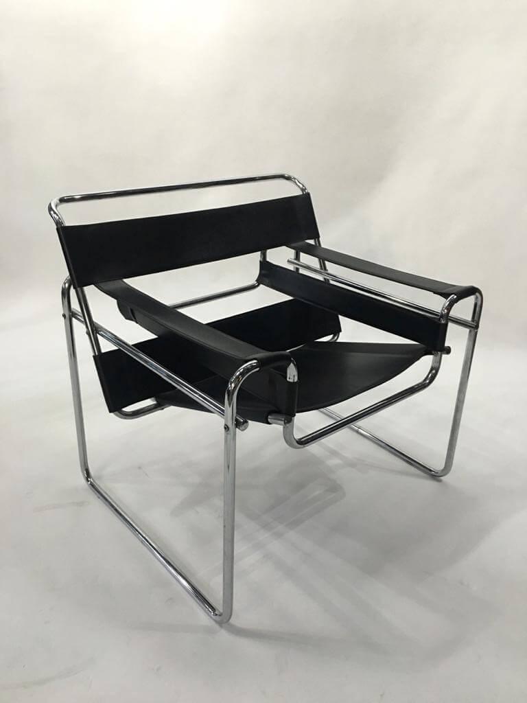 черное кресло из коллекции винтажные кресла Wassily в стиле баухаус (bauhaus) Марселя Брейера